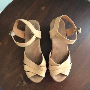 60e00cd2a9593e Toms Shoes - TOMS Sandstorm Leather Beatrix Clog Sandals 7.5